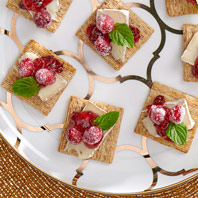 Camembert-Cranberry Holiday TRISCUIT Toppers