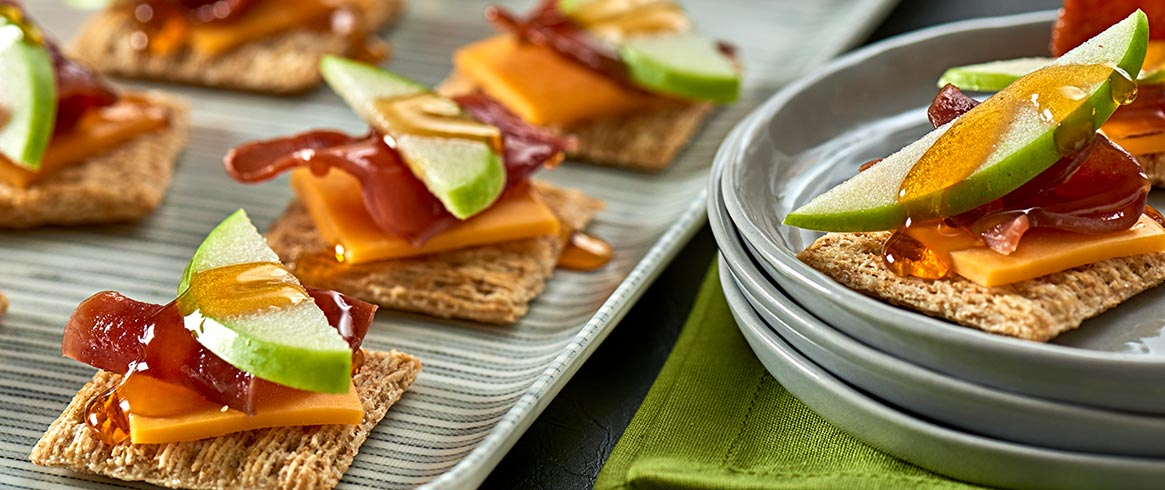TRISCUIT Apple, Bacon & Cheddar